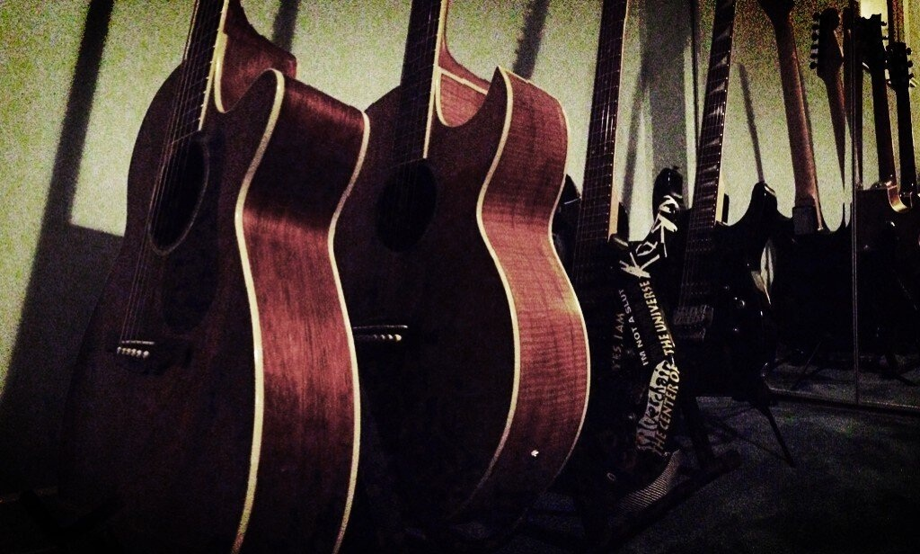 Working on some tracks tonight.. things are really shaping up... #RedPlanetRising pic.twitter.com/Zz6zpGyF